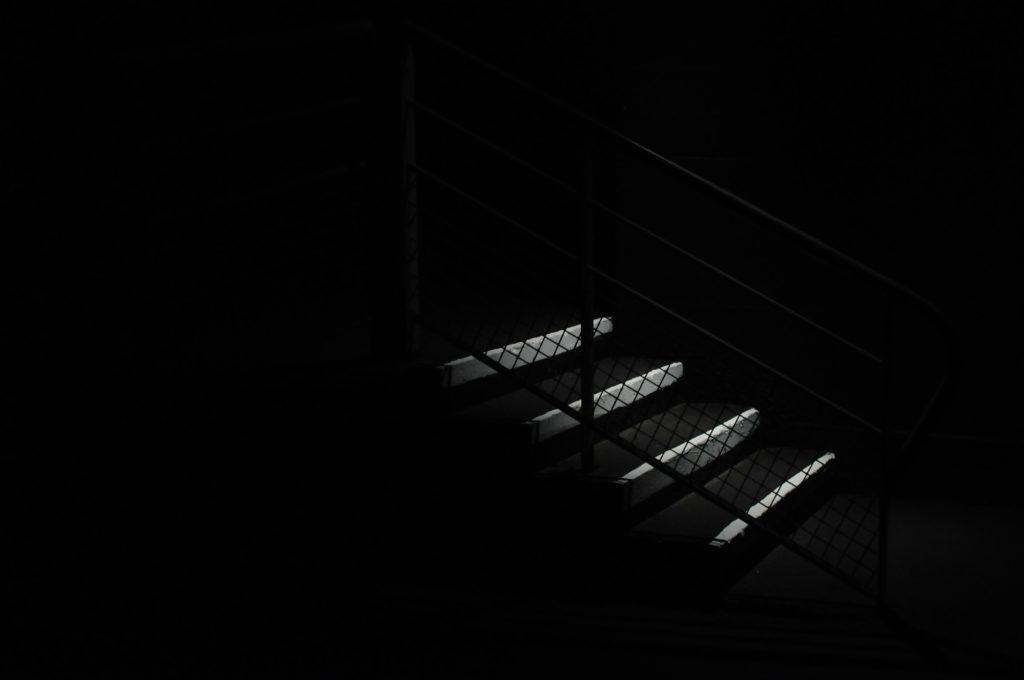 escaliers sombres